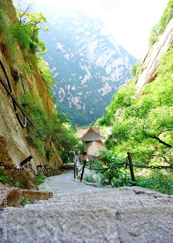 Foto op Plexiglas Xian steep stone stairs at mountain huashan in china