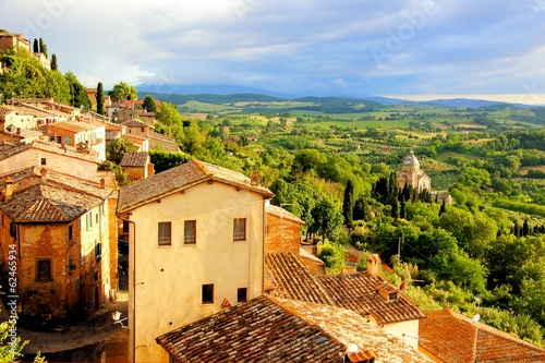 Staande foto Toscane Tuscan countryside and Montepulciano at sunset, Italy