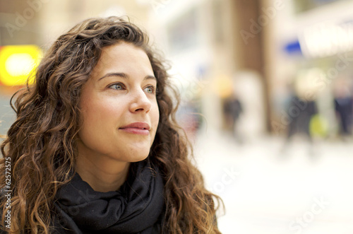 Fotografia  Portrait of attractive young woman gazing positively