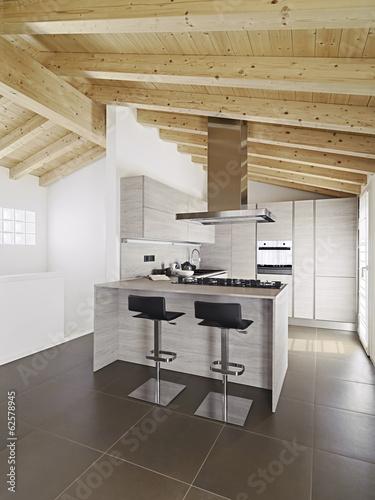 Cucina Moderna Con Tetto In Legno.Cucina Ad Isola Moderna Con Soffitto Di Legno Buy This