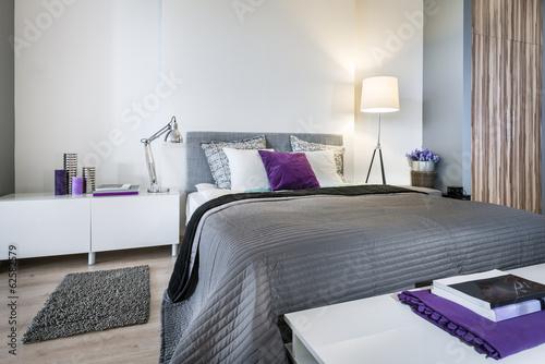 Fotografia  Bedroom interior with gray bed