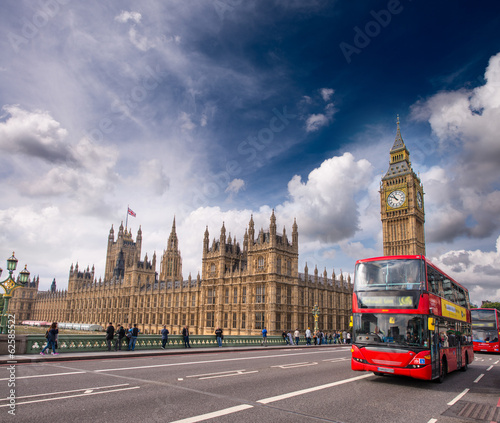 Poster Londres bus rouge London. Classic Red Double Decker Buses on Westminster Bridge