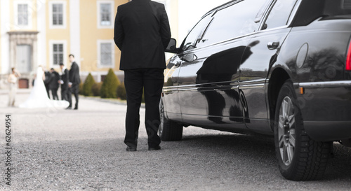 Black limo at wedding Tableau sur Toile