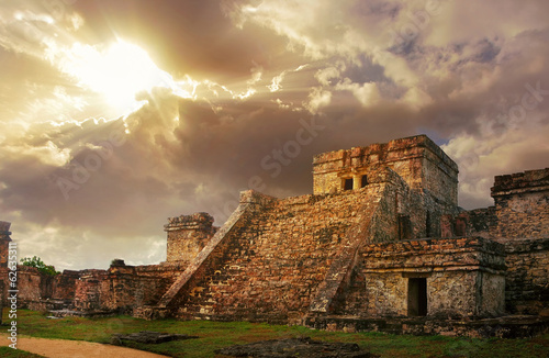 Photo sur Toile Mexique Castillo fortress at sunrise in the ancient Mayan city of Tulum,