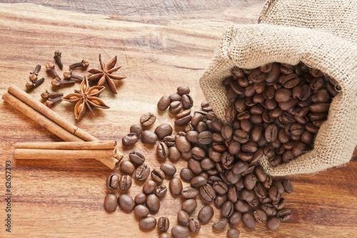 Fototapeta Woreczek z kawą i przyprawami obraz