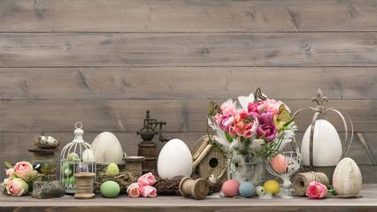 Obraz na płótnie Canvas Easter decoration with tulips end eggs