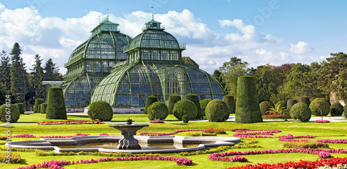 Photo sur Toile Vienne Palmenhaus at the imperial Garden of Schönbrunn in Vienna