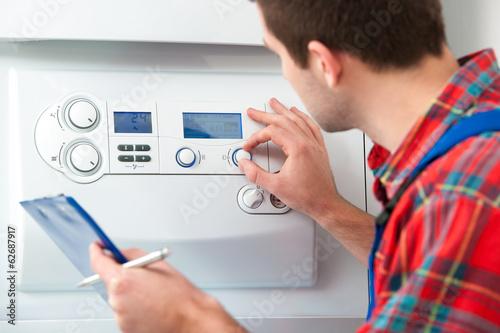 Fotografia Technician servicing heating boiler