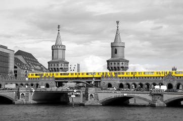 Fototapetaberlin oberbaumbrücke