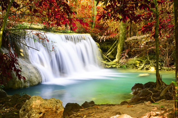Fototapeta Rzeki i Jeziora Beautiful waterfall in deep forest