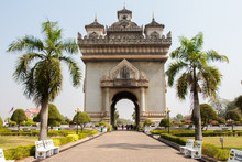 Patuxai Gate In Thannon Lanxin...