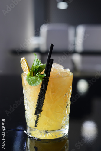 Photo  Cocktail with ice, mint and lime