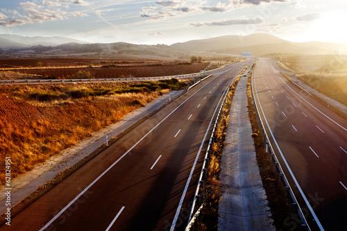 Garden Poster Brown Atardecer y carretera, autopistas y autovias.Transporte