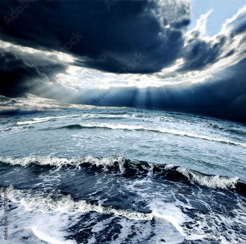Fotobehang Onweer Tormenta en el oceano