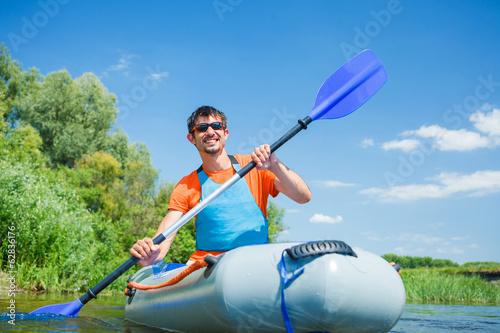 Foto-Schmutzfangmatte - Man kayaking (von Max Topchii)