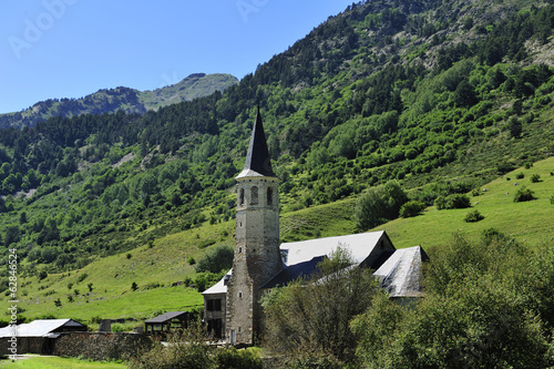 Photo Romanesque church in the valley of Aran, Spain
