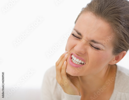 Fotografia  Portrait of young woman with toothache