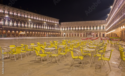 Photo sur Toile Drawn Street cafe Venice - Saint Mark square at night