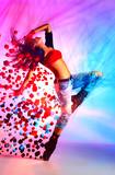 Młoda kobieta tancerz - 62905122