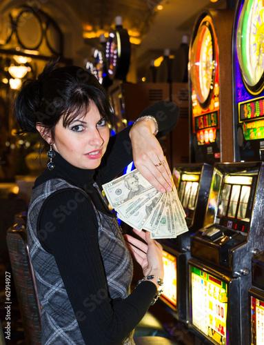 Foto op Aluminium Las Vegas Lucky woman holding money in casino