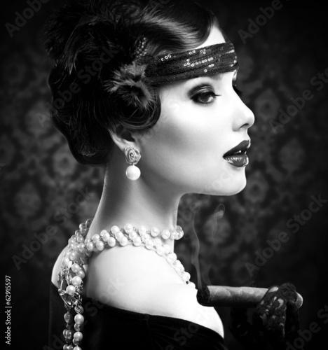 retro-b-amp-w-portrait-vintage-w-stylu-dziewczyna-z-cygarem