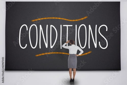 Fotografía  Businesswoman considering the word conditions