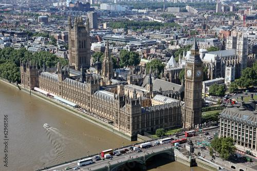 dom-parlamentu-z-wieza-big-ben-z-tamiza-w-lond