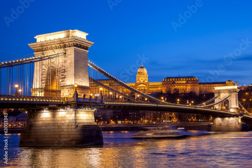 Photo  Budapest castle and chain bridge in the evening, Hungary