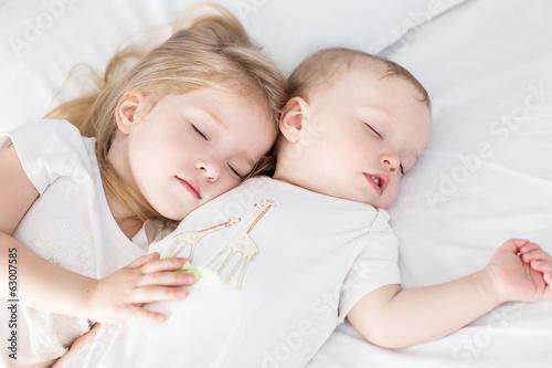Fototapeta charming little brother and sister asleep