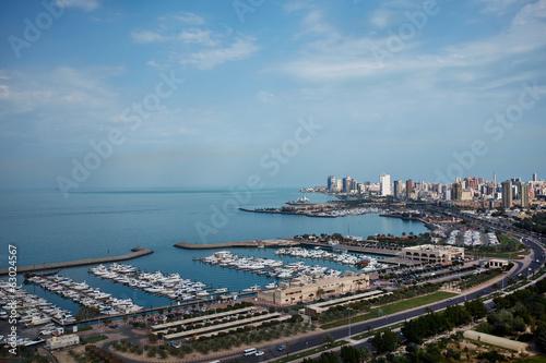 Foto-Kassettenrollo premium - Marina and city in Kuwait