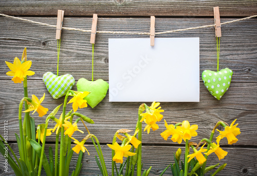 In de dag Narcis Message and hearts on the clothesline