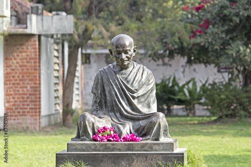 Photo Mahatma Mahatma Gandhis statue in Sabarmati Ashram, Ahmedabad