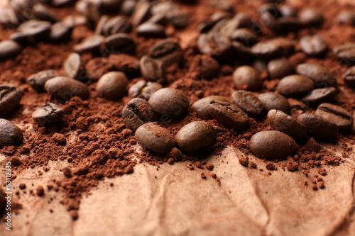 Foto op Canvas Klaprozen Coffee beans on table close-up