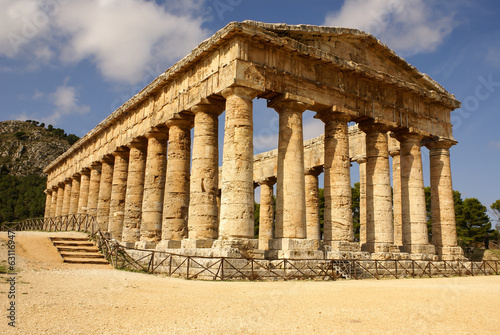 Valokuva  greek temple in the ancient city of Segesta, Sicily