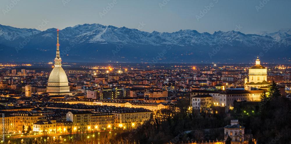 Fotografie, Obraz  Turín (Torino), noční panorama s Mole Antonelliana a Alp