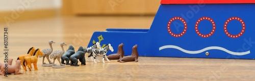 Canvastavla Noah's Ark with animals from toys