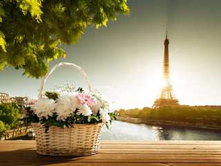 Fototapeta Paryż flowers in basket and Eiffel tower, Paris