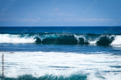 Papiers peints Eau Shore Break Beautiful Ocean Wave in Hawaii