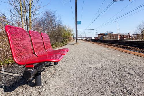 Foto auf AluDibond Bahnhof sitting bench