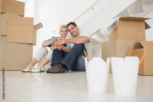 Fototapety, obrazy: Takeaway food with couple and boxes at new house