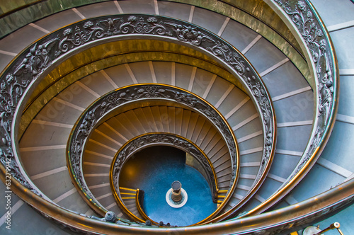 spiraling stairs in Vatican museum Canvas-taulu