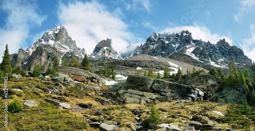 Valokuva  Views of rough mountains from lake Oesa trail