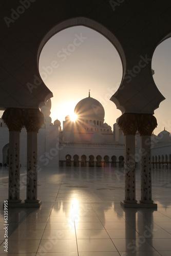 Fotobehang Midden Oosten Sheikh Zayed mosque in Abu Dhabi, United Arab Emirates,