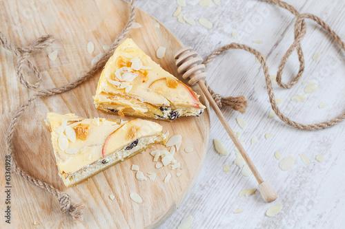 Foto-Lamellen (Lamellen ohne Schiene) - Apple cheescake on wood (von torriphoto)