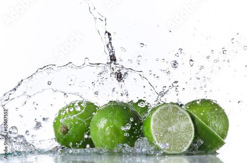 Staande foto Vruchten Limes with water splash