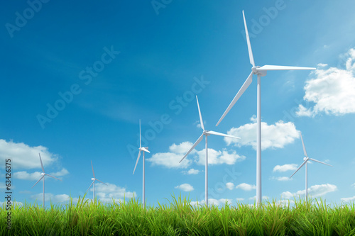 Fotografia  wind turbine with grass and blue sky