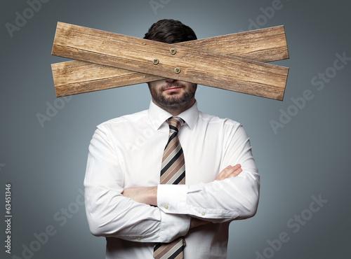 Fotomural Mann mit Brett vor dem Kopf