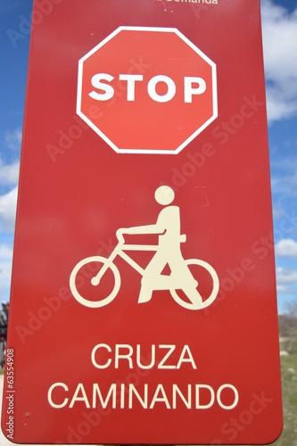 Fotografie, Obraz  Señal de trafico roja de stop y advertencia para ciclistas