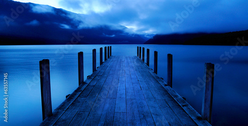 Cuadros en Lienzo Tranquil Peaceful Lake with Jetty