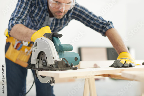 Fotografering Carpenter working with circular saw